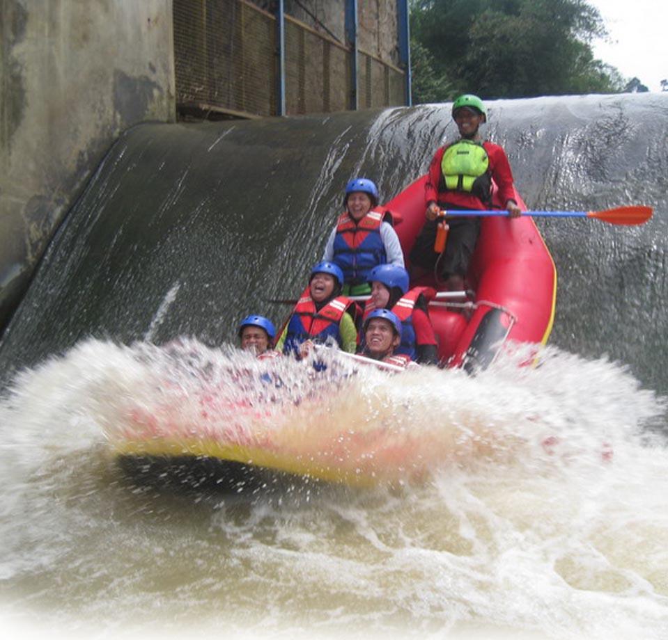 Paket Rafting Bogor Cisadane Murah / Arung Jeram, Outbond & Paintball