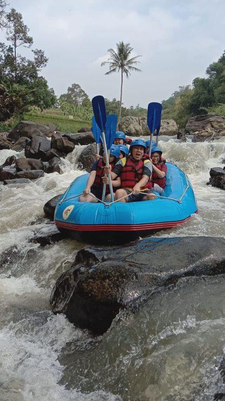 Raftingpro Rafting bogor cisadane with DavisFam3